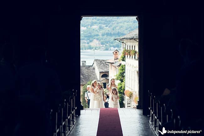 Matrimonio in chiesa dell'Assunta, Lago d'Orta © foto Independent Pictures