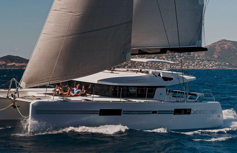 Lagoon 52 S SportTop sailboat sail boat sailyacht purjevene purje vene purjejahti Nicolas Claris vene jahti yacht boat catamaran katamaraani YachtsAgent kuva picture