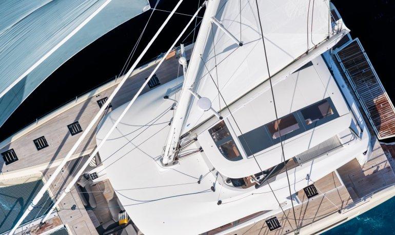 Lagoon SIXTY 5 has several sail options.