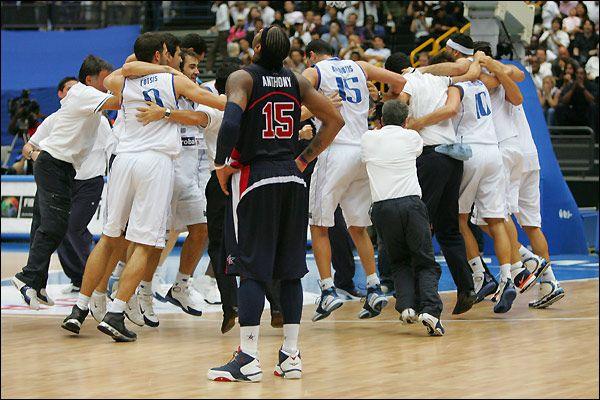 La détresse de Carmelo Anthony et la joie des Grecques