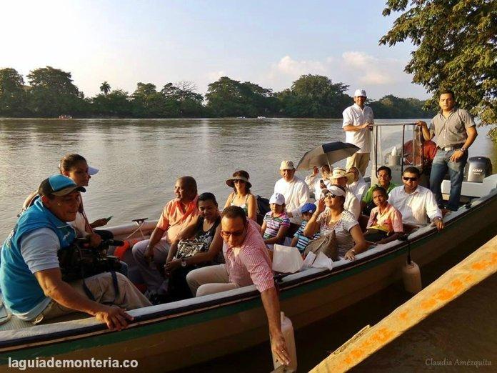 procesión por el río Sinú