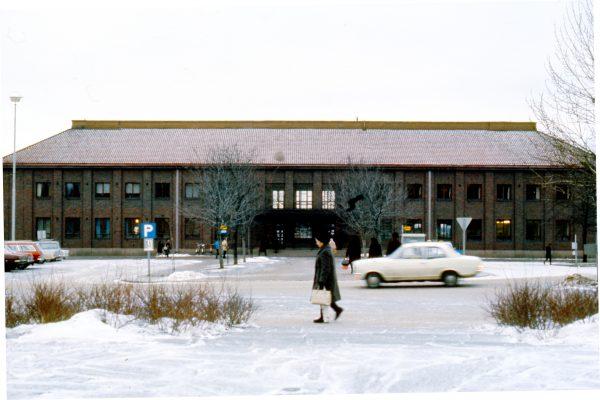 Tämän kuvan alt-attribuutti on tyhjä; Tiedoston nimi on rautatieasema_talvella-600x400.jpg