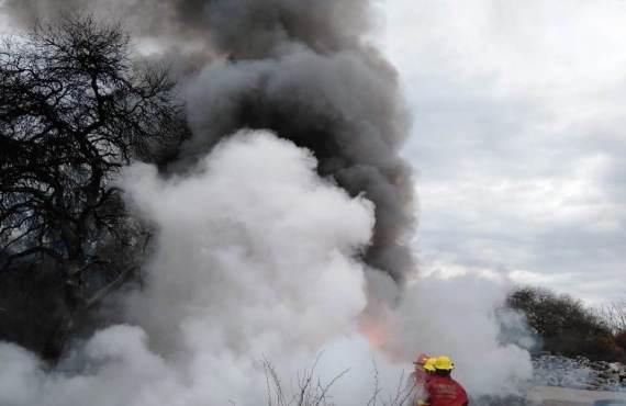 Se sofocó un incendio de neumáticos en el predio San Javier