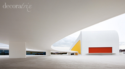 La Huella en el centro Niemeyer de Avilés