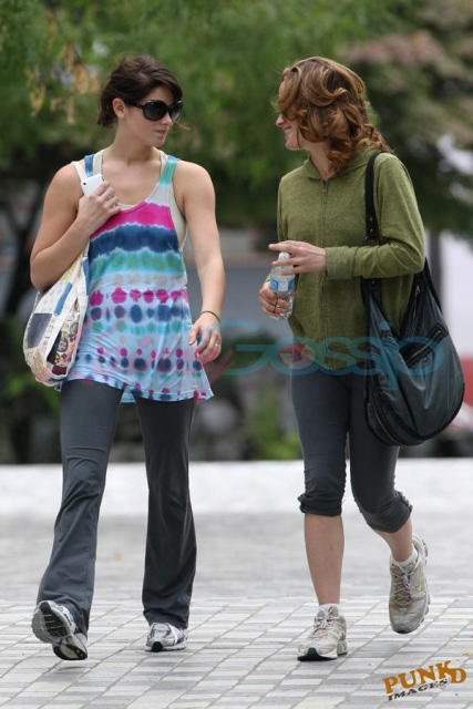 Ashley Greene y Elizabeth Reaser en Vancouver (Agosto, 2009)