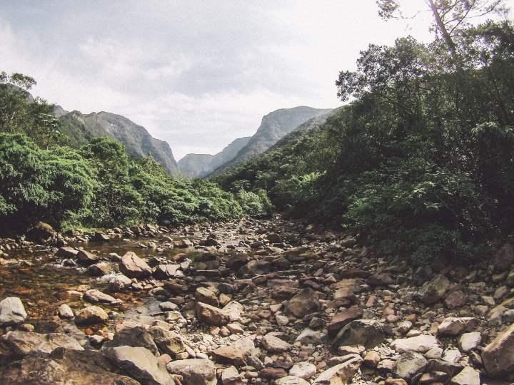 Parte da trilha para as piscinas naturais do Canyon Malacara