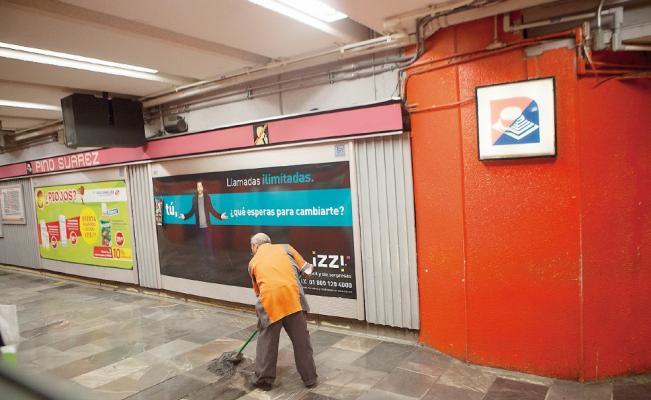 Image result for adultos mayores trabajando en metro