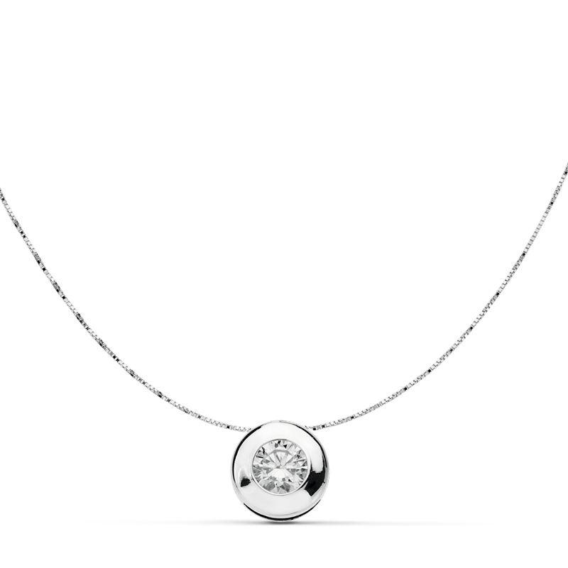 Collar Chaton oro blanco 18 Ktes Go/15578-3 Collar Chaton oro blanco 18 Ktes Go/15578-3 con cadena de 42 cm y colgante con circonita de 8,5 mm. Todos nuestros artículos de joyería vienen debidamente contrastados por los más prestigiosos laboratorios de metales preciosos Españoles. Todos lo artículos se servirán con su factura certificando la autenticidad y calidad de las piezas realizadas en oro de 18 Kte.