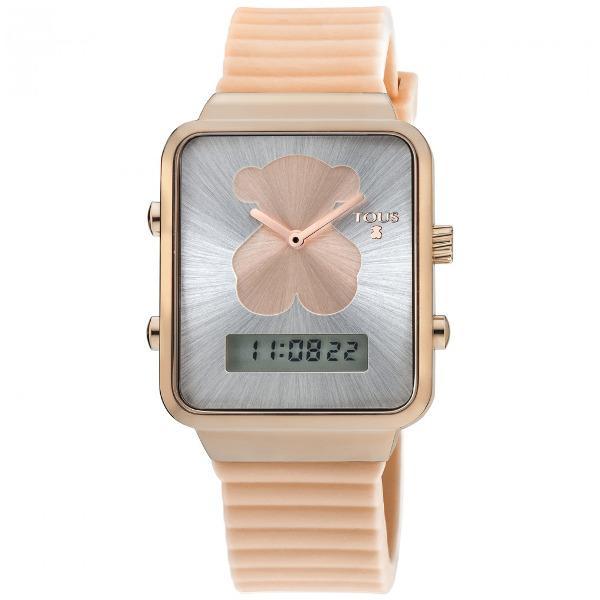 Reloj Tous 700350140 para Mujer Rosa Reloj Tous 700350140 para Mujer Rosa con movimiento de cuarzo analógico y digital, correa de caucho, caja de acero inoxidable con acabado rosado, resistente al agua hasta 3 Atmosferas y cristal mineral. Diametro de 35x31 mm y con las funciones de hora, minutos, segundos, mes, día, día de la semana, cronógrafo, alarma y linterna. Joyería la Joyita es distribuidor oficial de la marca TOUS, todos los relojes se entregarán con su caja y garantia oficial.