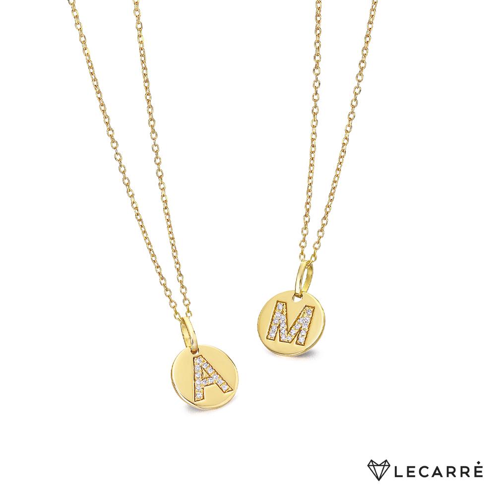 """Collar Inicial Diamantes Le Carré GD044OA oro 18 Kte con cadenita de 42 cm y chapita de 9 mm con inicial cuajada de diamantes.Peso de los diamantes 0.035 ct de Kte, color H (Blanco) y talla brillante. Es posible encargar cualquier inicial de la """"A"""" a la """"Z"""""""