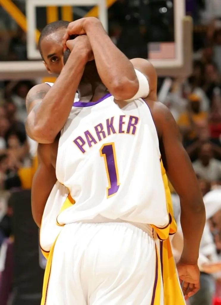 Kobe Bryant hugs teammate Smush Parker, Los Angeles Lakers vs Phoenix Suns