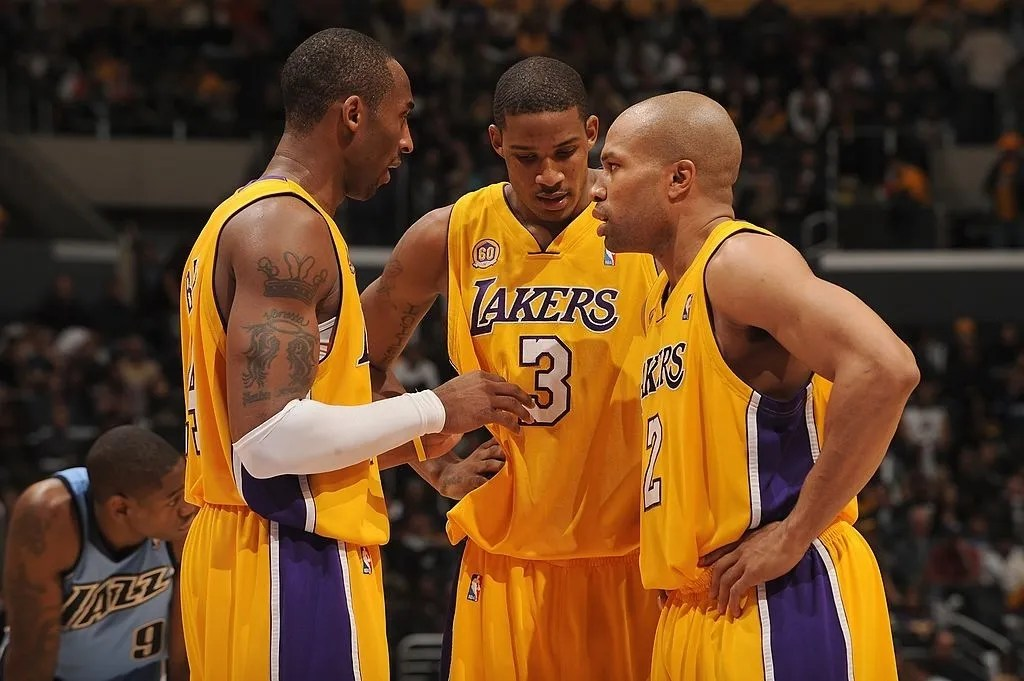 Kobe Bryant #24, Trevor Ariza #3 and Derek Fisher #2 of the Los Angeles Lakers huddle on the field during the game against the Utah Jazz at Staples Center on December 28, 2007 in Los Angeles, California.
