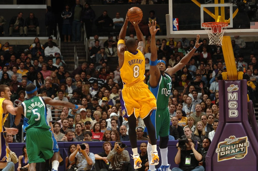 Kobe Bryant and Erick Dampier, Los Angeles Lakers vs Dallas Mavericks