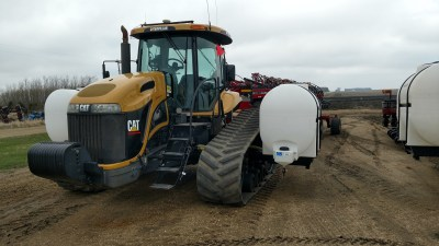 Lakestate Mfg tractor tank mounts on a Cat Challenger