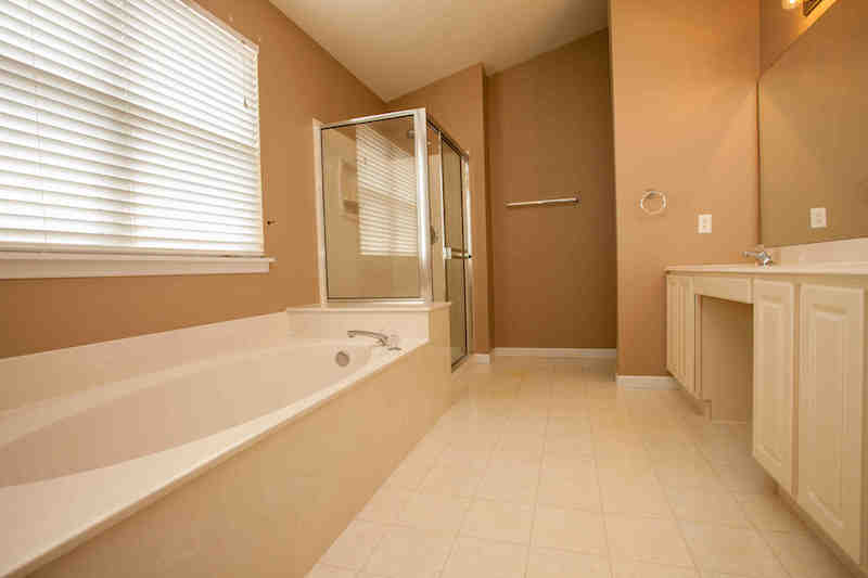 Master bath w/separate tub & shower & double sinks