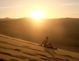 Zonsondergang in de woestijn bij Huacachina