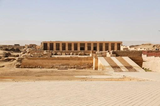© lalaleo Vooraanzicht en ingang bij Abydos tempel
