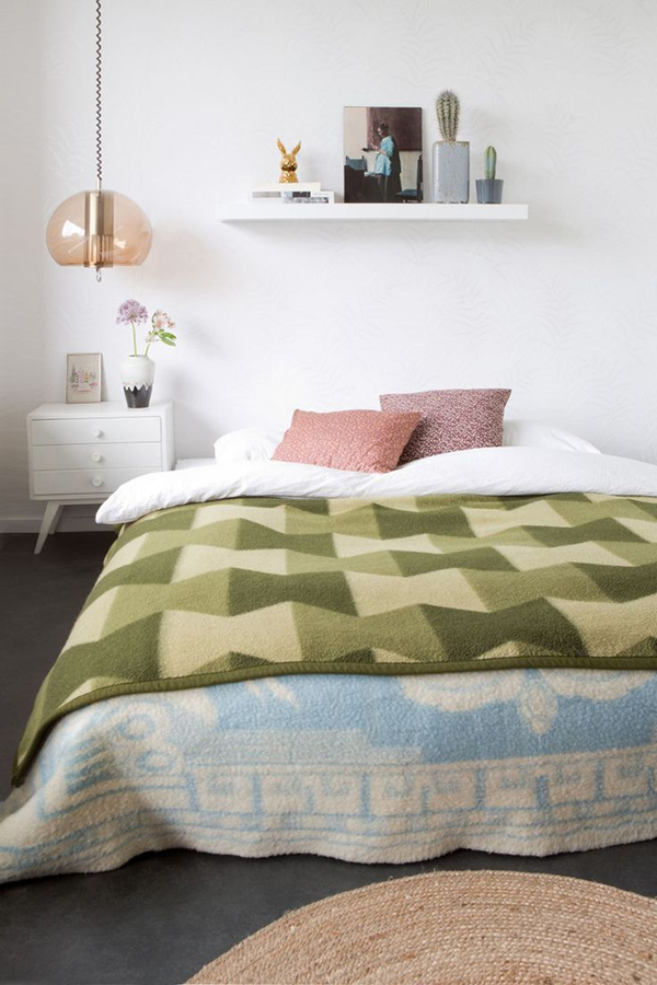 cozy-colorful-bedroom_lalalovely