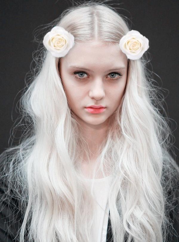 la la loving flowers in hair
