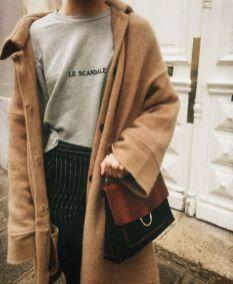 Com tshirt e calça de alfaiataria (bapho!)