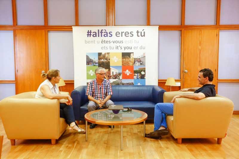 El alcalde de l'Alfàs recibe a Francesc Llorca Ibi, Premio a la Excelencia Docente por la Universidad de Alicante