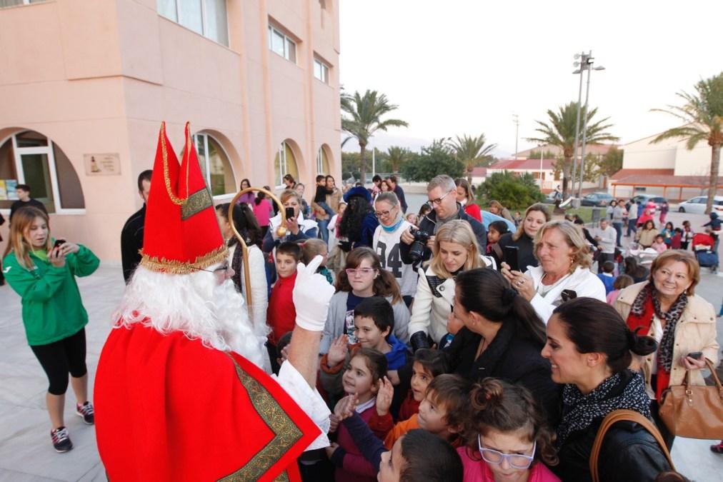 Un año más San Nicolás visitó l'Alfàs del Pi