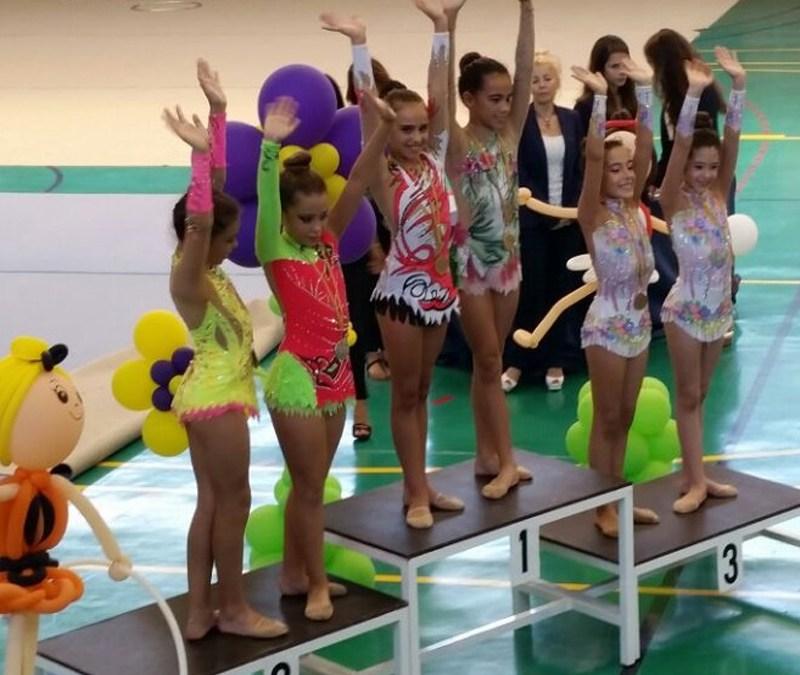 15 niñas de la Gimnasia Rítmica alfacina se han clasificado para el campeonato autonómico que se celebrará este fin de semana en Riba Roja.