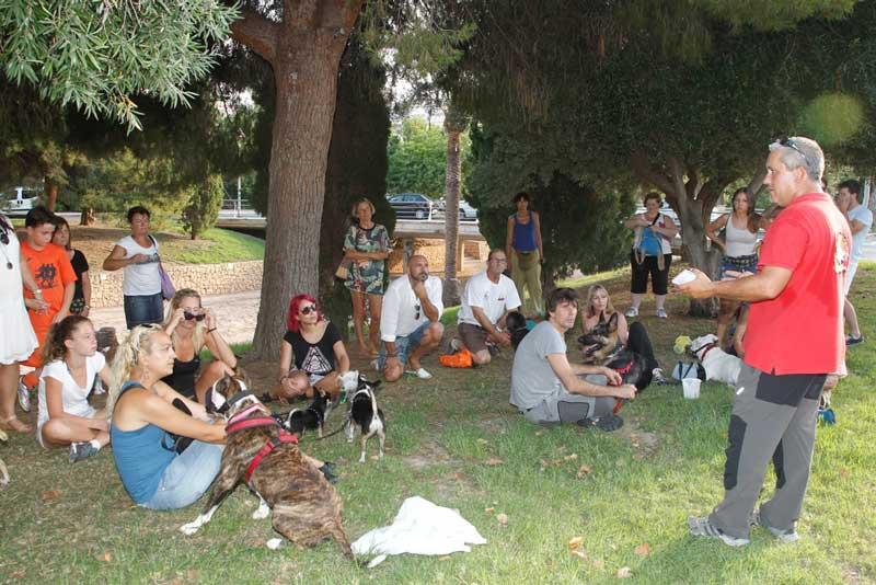 En circulación el primer carnet cívico canino en L'Alfàs