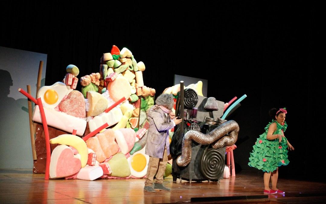 Cerca de un millar de niños y niñas asisten al noveno Festival Jajaja Risas Navideñas de l'Alfàs del Pi