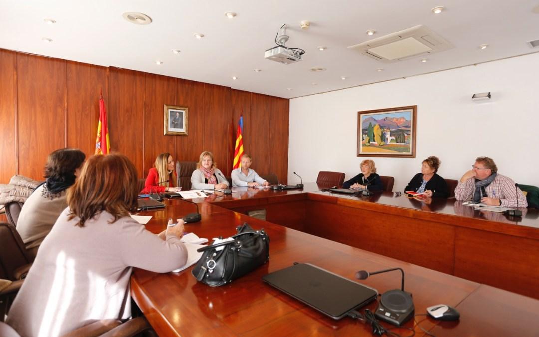 La concejalía de Residentes de Otras Nacionalidades se reúne con las asociaciones de ciudadanos europeos