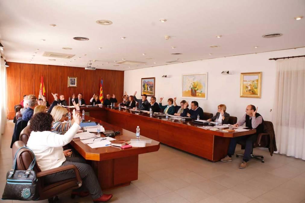 El Pleno de l'Alfàs unido en la conmemoración del 8 de marzo