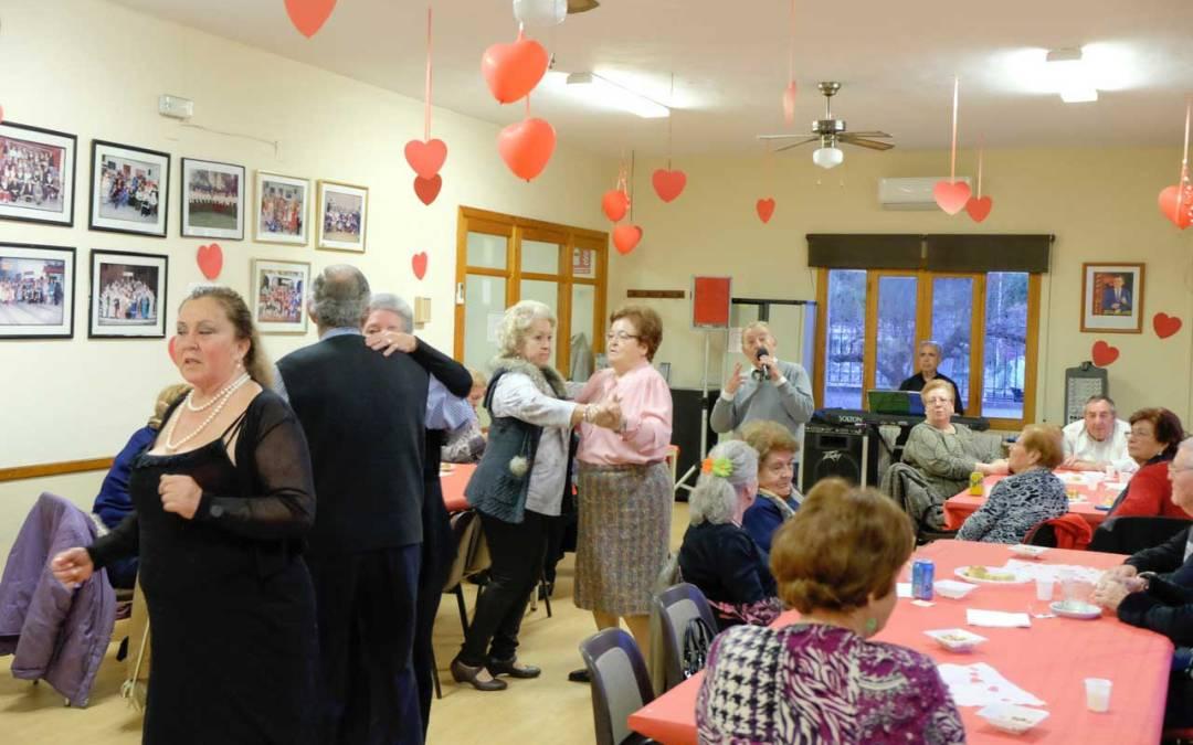 Los mayores de l'Alfàs celebraron San Valentín en el Hogar del Pesionista