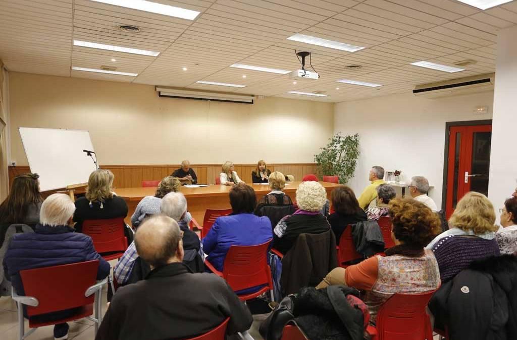 "La Casa de Cultura de l'Alfàs acogió la presentación del poemario ""Guitarra Vieja"""