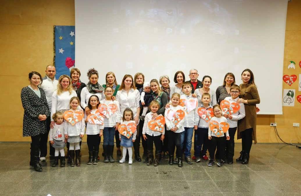Los alumnos del curso de Lengua, Cultura y Civilización Rumana celebraron el Día de la Madre