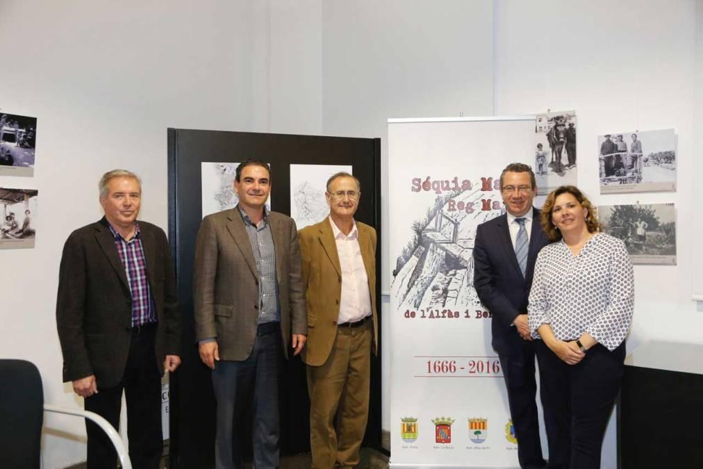 Los alcaldes de l'Alfàs y Benidorm asisten a la charla de Francisco Amillo sobre el Reg Major