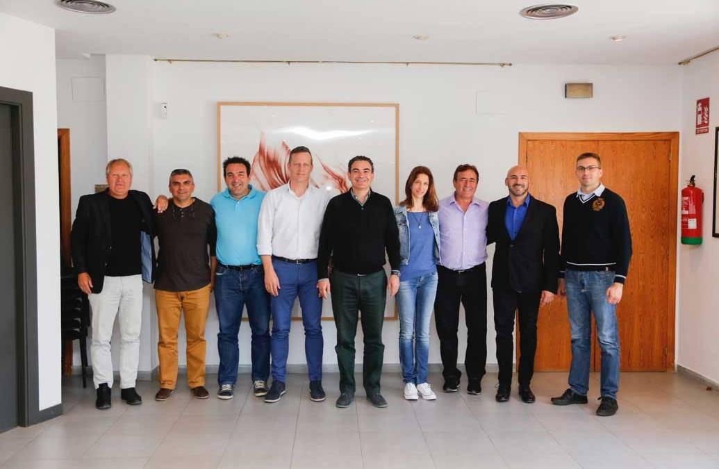 El Ayuntamiento de l'Alfàs ratifica el convenio de colaboración con una quincena de entidades deportiva