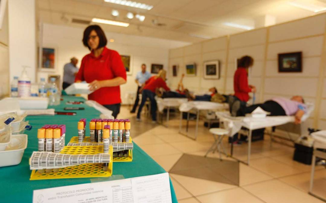 Más de 50 personas participan en la campaña especial de donación de sangre de lAlfàs