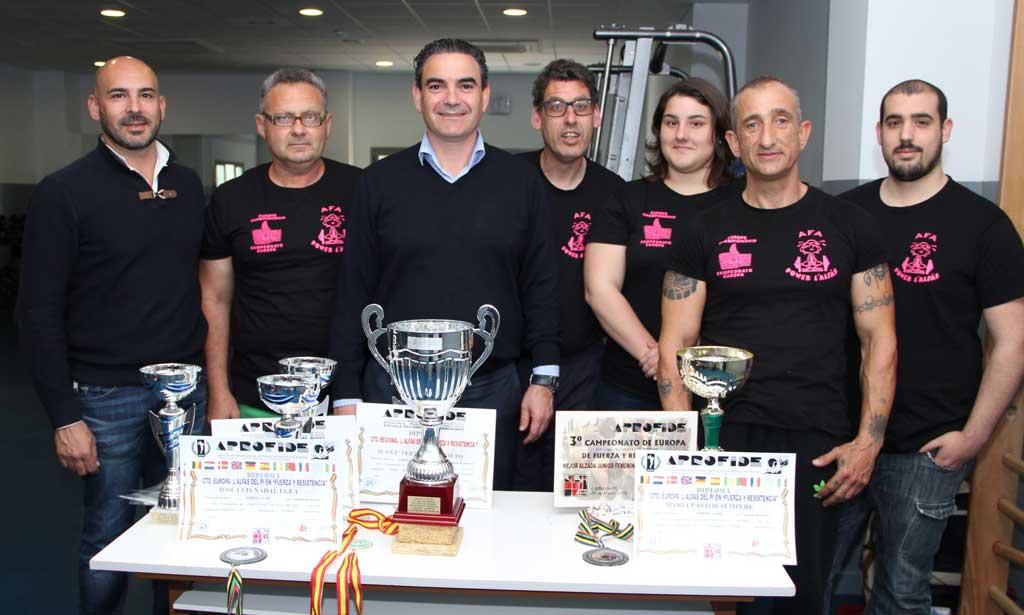 El Club de Power Lifting de l'Alfás del Pi  recibe la visita del Alcalde de l'Alfàs del Pi  Vicente Arques