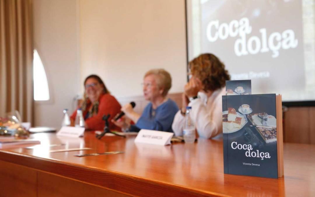 La alfasina Vicenta Devesa presenta su primera novela 'Coca dolça'