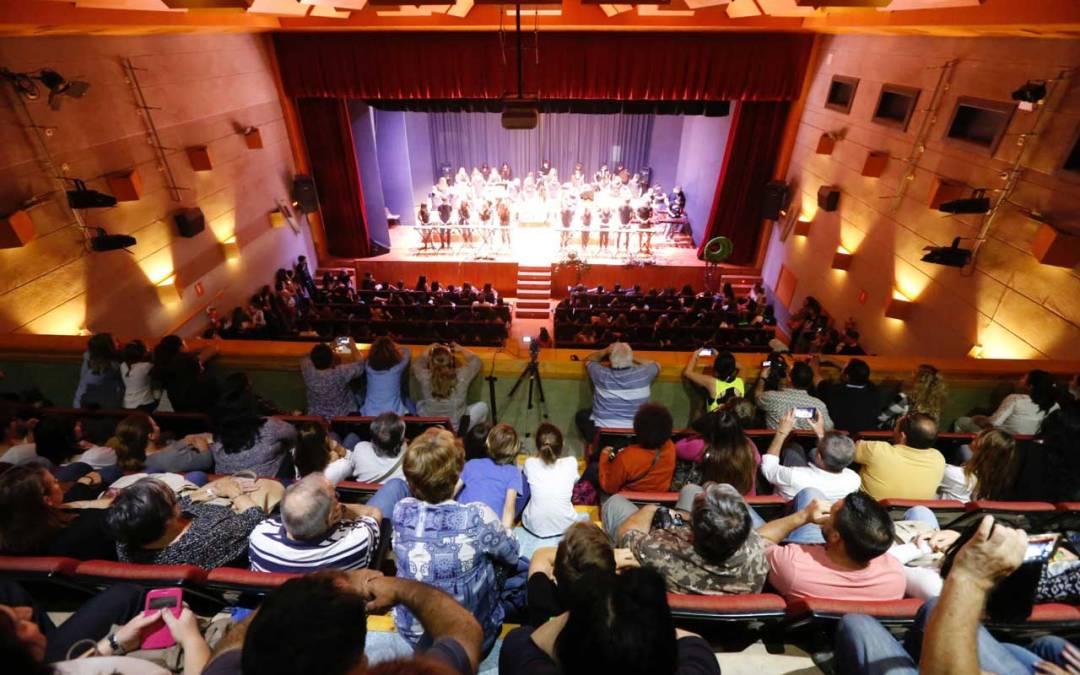 400 alumnos de música del IES Arabí ofrecen un concierto de fin de curso en la Casa de Cultura