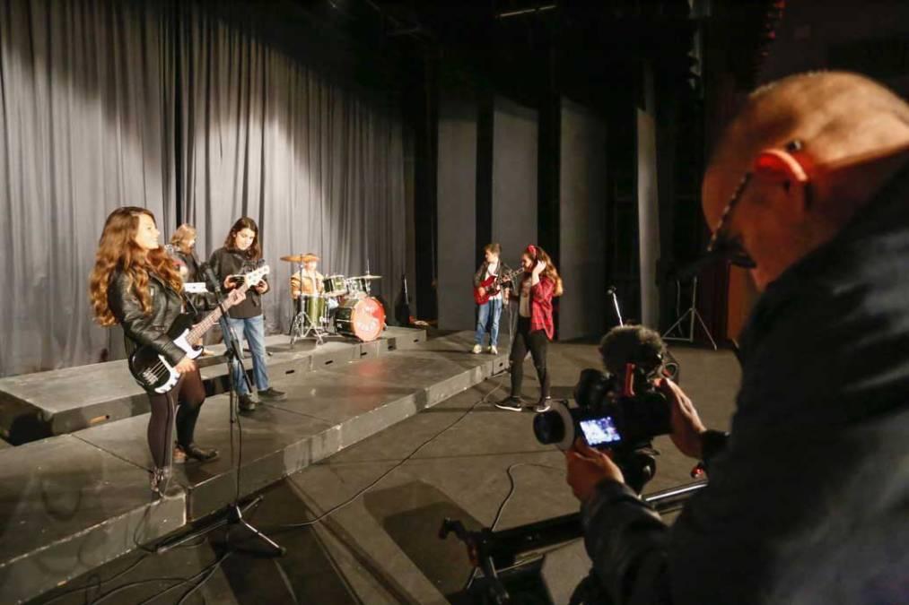 El CEIP Veles e Vents de l'Alfàs graba un cortometraje sobre solidaridad y diversidad cultural