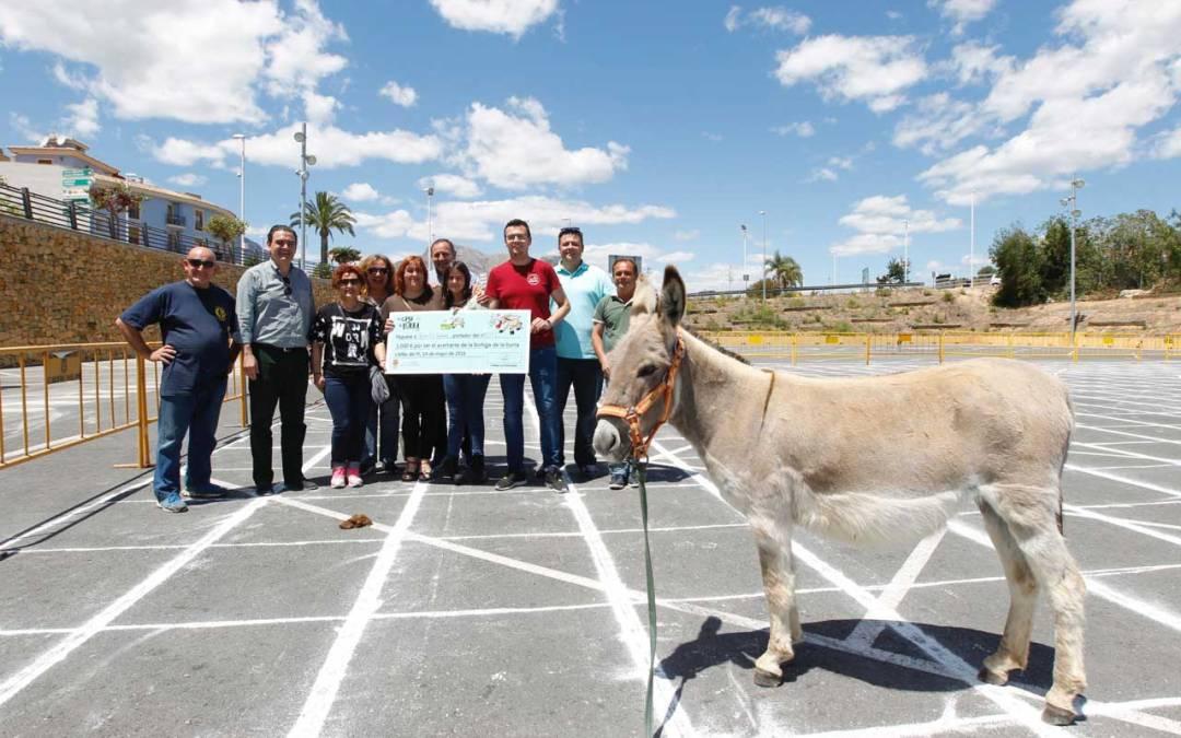 La Penya Els Invasors se lleva el premio de mil euros del juego 'on caga la burra'