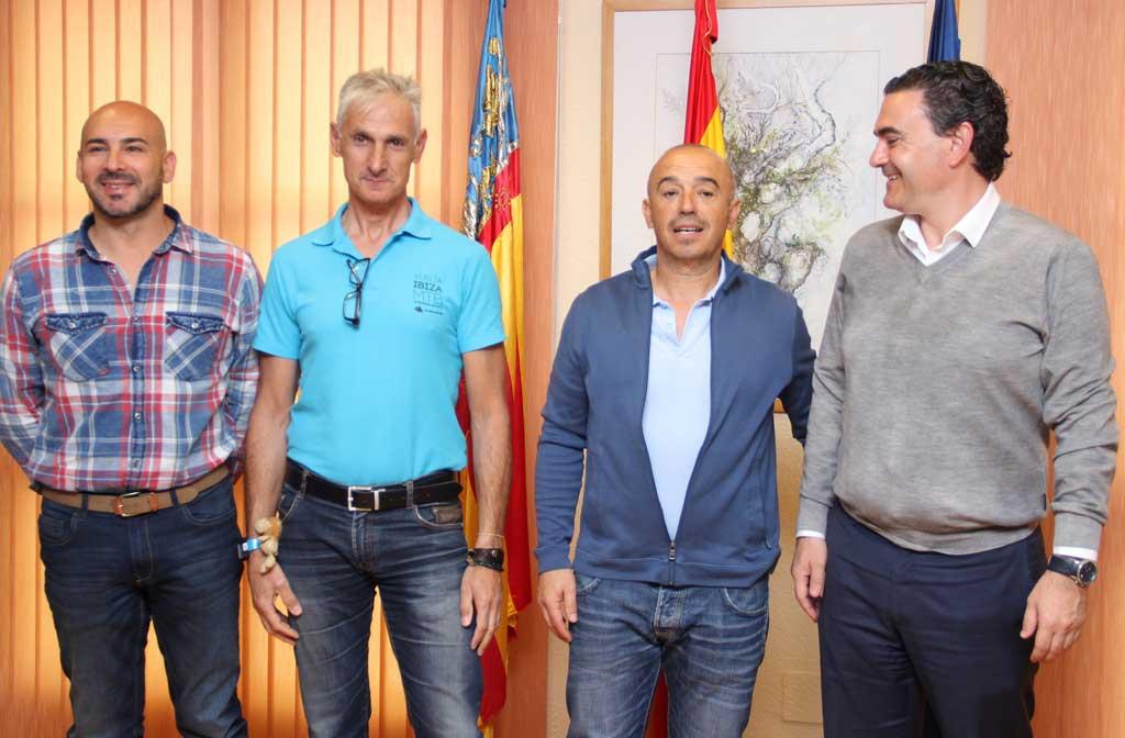 Ximo Such y Jose Enrique Melchor  han sido recibidos hoy por el Alcalde de L'Alfás del Pi Vicente Arques