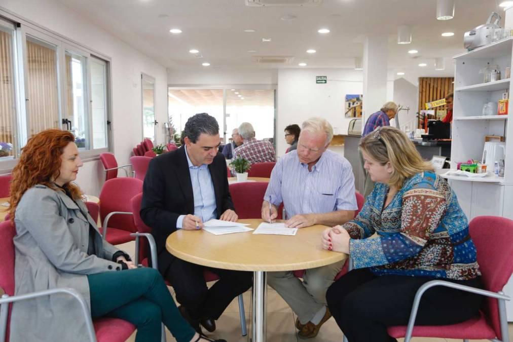 El Ayuntamiento de l'Alfàs del Pi y el Club Noruego Costa Blanca renuevan el convenio de colaboración