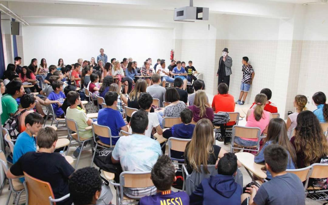 Bienestar Social y Educación presentan las dos últimas acciones de prevención de drogodependencias de este curso en el IES l'Arabí