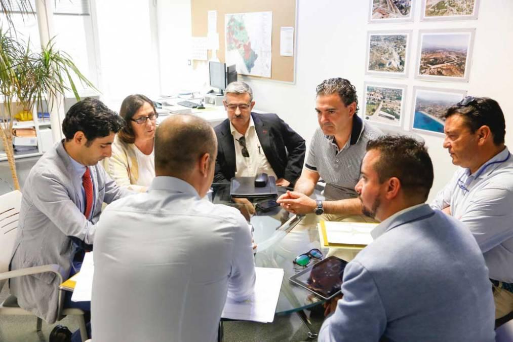 El ayuntamiento de l'Alfàs del Pi y FGV estudian un plan de mejora para las dos estaciones del municipio