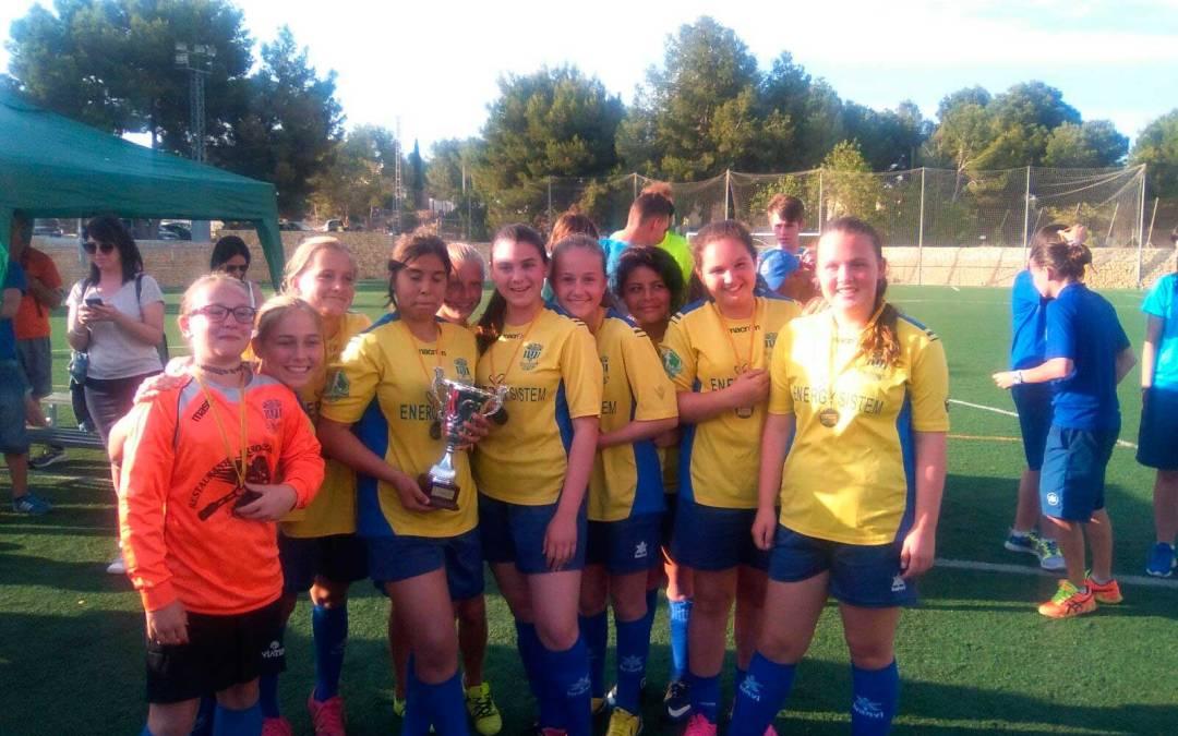 El CF l'Alfàs gana el primer torneo femenino de fútbol base que se organiza en la comarca .