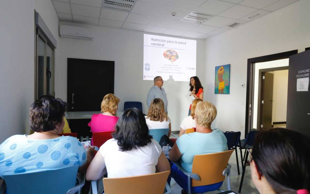 AMICS organiza un taller para explicar la importancia de una buena alimentación para nuestra salud mental