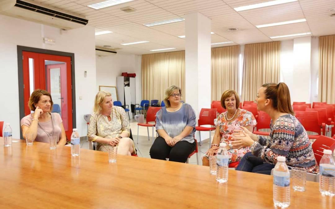 El ayuntamiento de l'Alfàs del Pi y la embajada de Países Bajos abordan la situación de los holandeses en el municipio