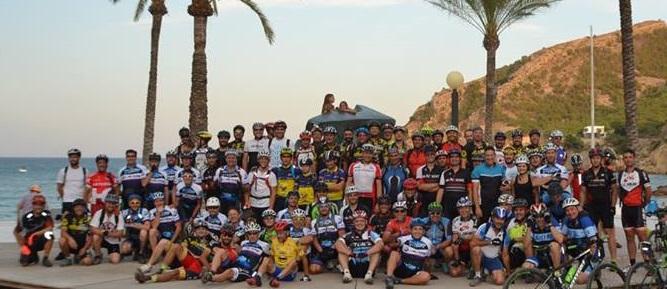 Un centenar de ciclistas participaron en la IV Quedada Nocturna de la A.C. BTT l'Alfàs.